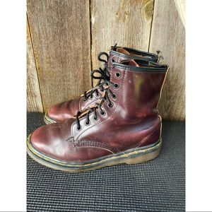 DR. MARTENS burgundy leather lace up boots 5